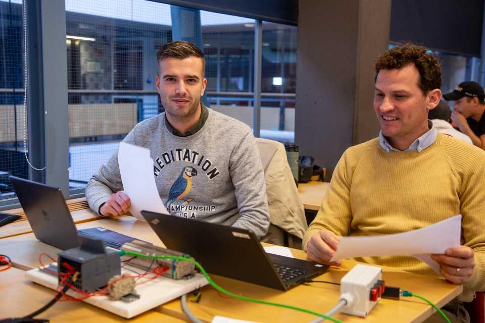 Elektriker vidareutbildar sig till Elkonstruktörer på Xenter.
