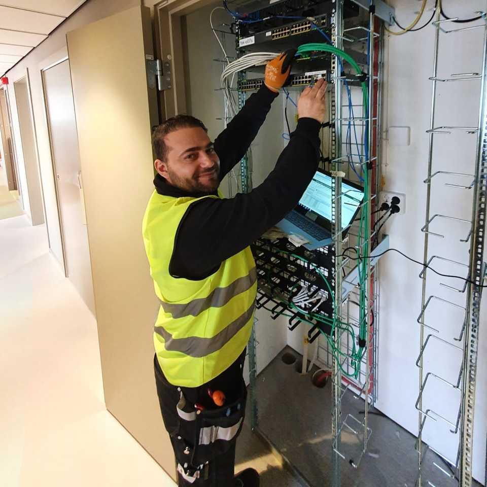 Wahid Naqshbandi gör sin LIA som fibertekniker hos Botkyrka-företaget Netab Tele/Data